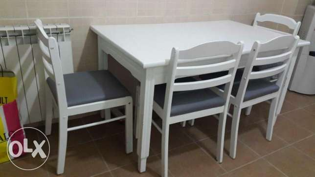"""Kitchen Table Solid Wood """"Massif"""" + 4 Chairs Excellent Condition !"""