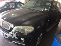 Bmw X5 2007 . 4.8L 7 seats black clean car fax