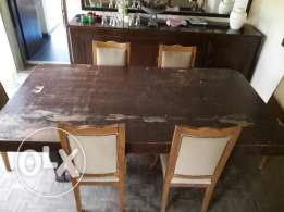 Table with 8 chairs (need reatauration)
