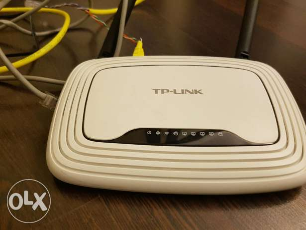 TP Link router with 2 antennae
