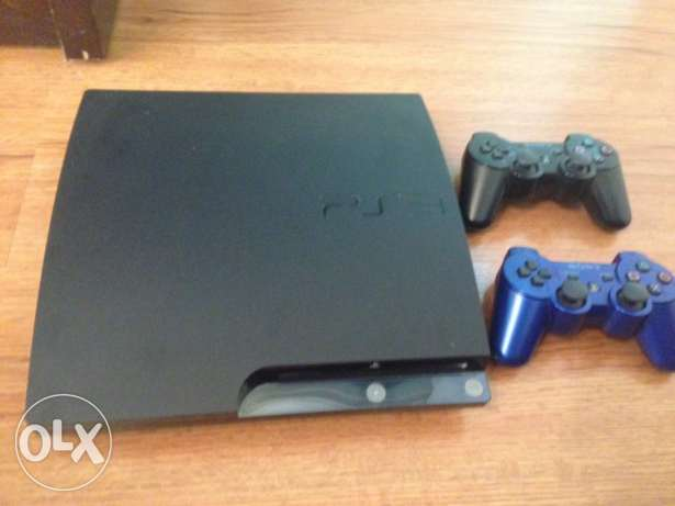 PS3 SLIM + 2 Controllers + 19 Games!