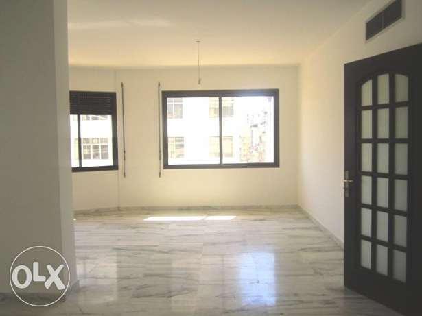 MK810, Apartment for rent in Hamra, 185 sqm, 4th floor.