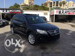 VW Tiguan 2.0 TSI 4 Motion 2009 Black/Black Top of the Line Like New!
