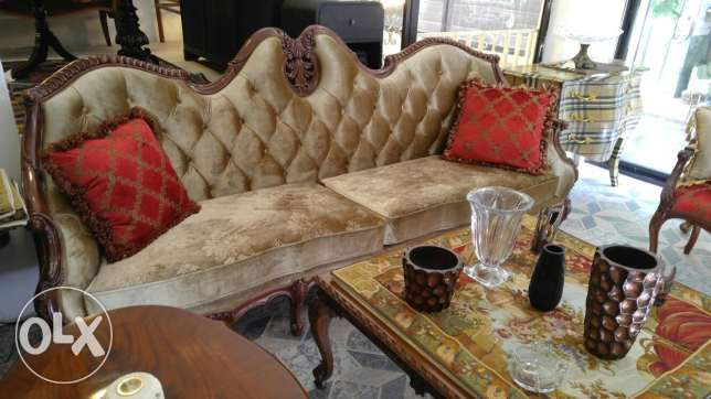 4 seats sofa + coffee table +2 feauteuil +2 arm chairs