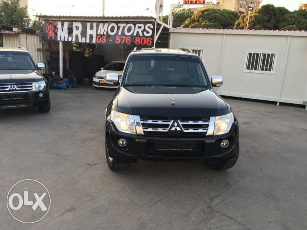 Mitsubishi Pajero 2010 Black Top of the Line in Excellent Condition! بوشرية -  6