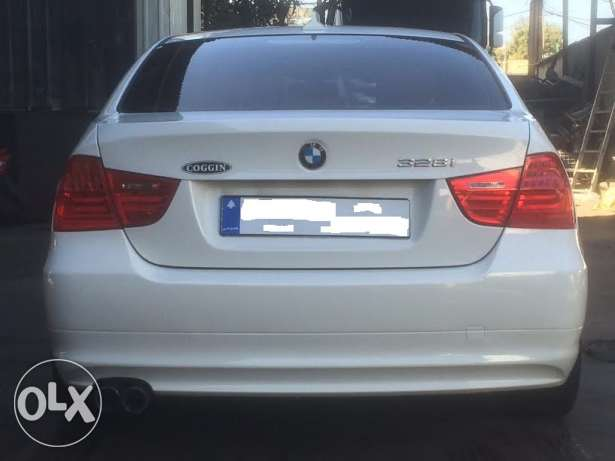 BMW 328i mod 2010-Premium Package-White on Beige still Ajnabieh وسط المدينة -  4