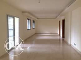 Sanayeh: 260m2 apartment for sale