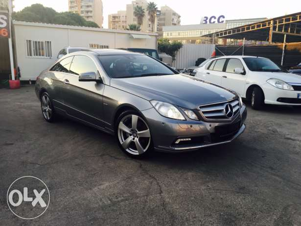 Mercedes E250 Gray 2010 Top of the Line in Excellent Condition! بوشرية -  6