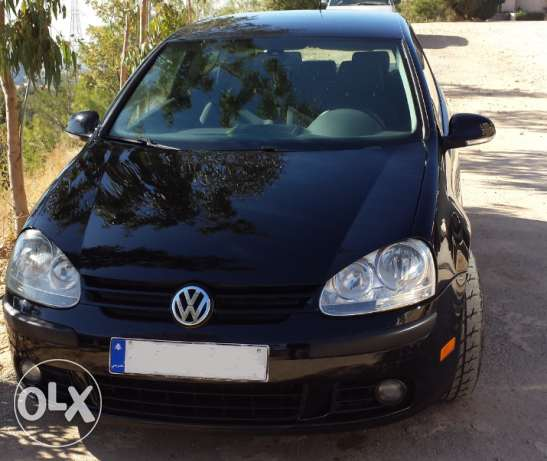 Golf 2006 very clean, urgent sale.