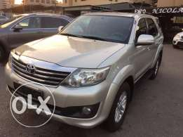 2012 Toyota Fortuner Excellent condition Fully loaded !