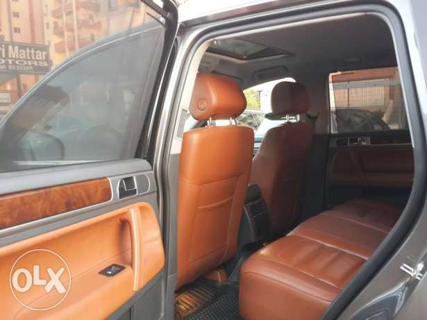 VW Touareg V6 4WD European specs Fully loaded Excellent condition ! كسروان -  6