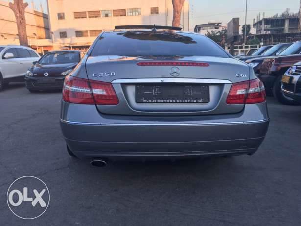 Mercedes E250 Gray 2010 Top of the Line in Excellent Condition! بوشرية -  7