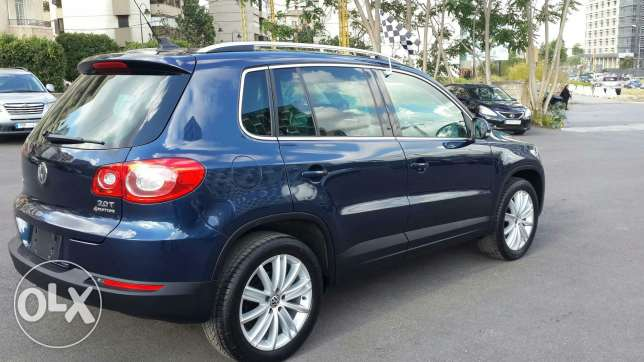 Volkswagen tiguan blue and black leather 2011 أشرفية -  4