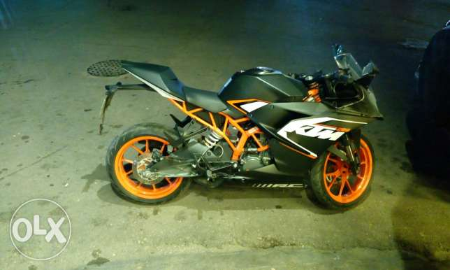 Ktm rc 200 //2016 like new meshe 3 months