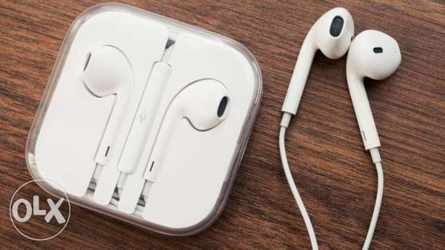 brand new original apple earphones