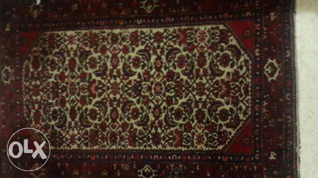 Hamadan Pursian rug over 90 years old