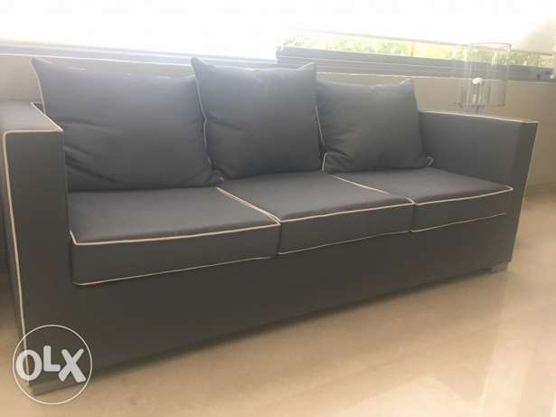beautiful grey sofa with white piping in excellent condition سوديكو -  2