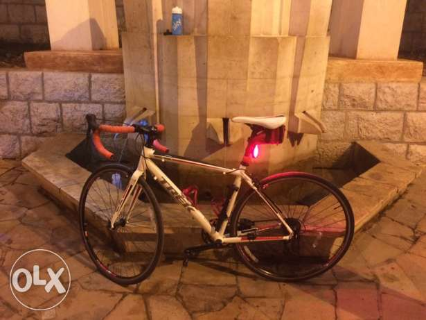 Trek 1.1 road bike with all accessories كسروان -  2