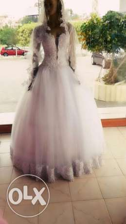 wedding dress new for sale with vail and accessories all new