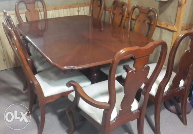 Dining table - almost brand new