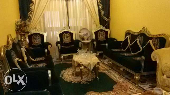 Salon for Sale ( in excellent condition) عاليه -  1