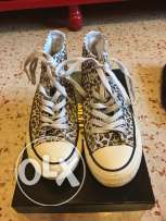 tiger feminine converse of size 36