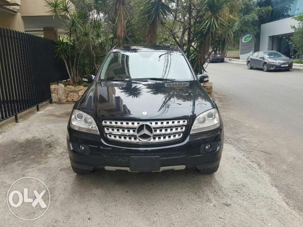 ML 350 model 2008 ajnaby clean carfax