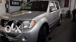 2008 Nissan Pathfinder Silver - 7 seats - camera - Black leather