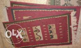 Furniture/one red bed side carpet
