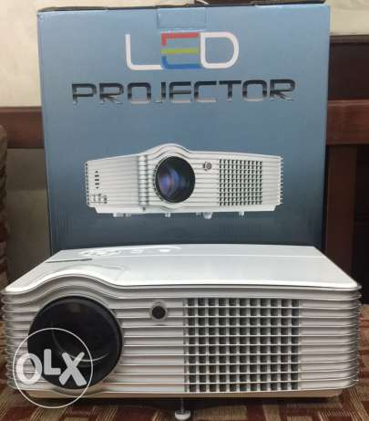 projector 4000 lumens 200 inches screen