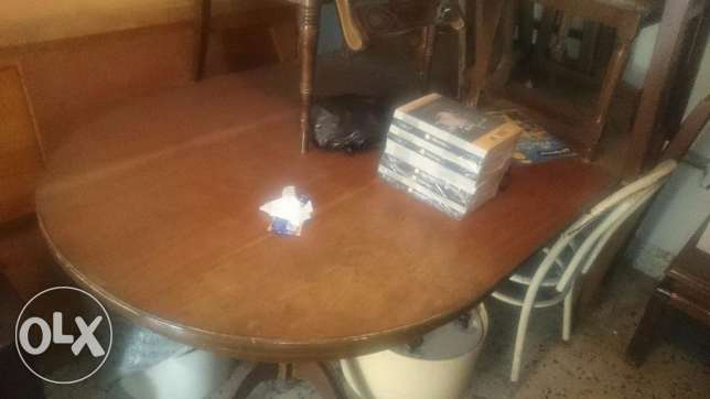 Old dining room table, chairs and cabinet المتن -  2