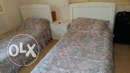 2 bed & 1 night table for sale