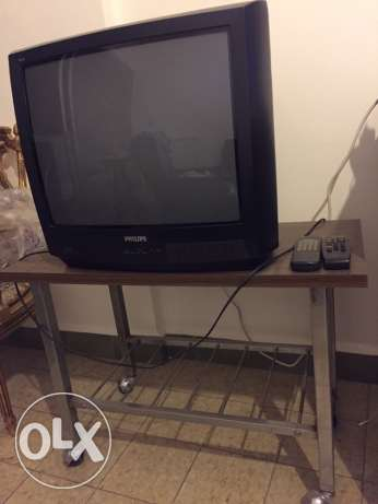 TV + table stand for TV very good condition أشرفية -  1