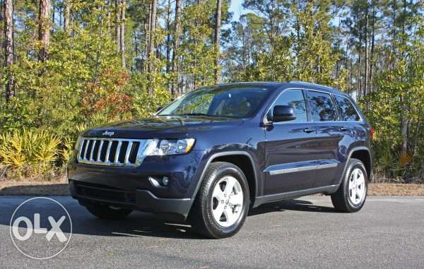 Clean tittle + 0 accidents Grand Cherokee 2011 blue black + sunroof