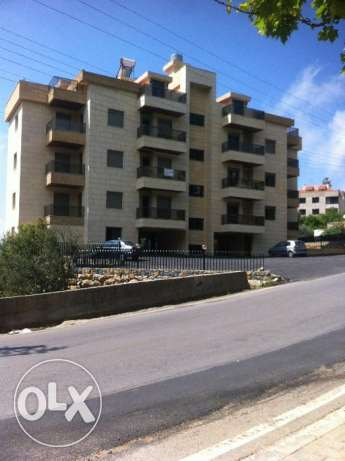 Apartement for sale Dahr el sawan Metn with 200 m garden.