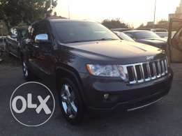 2011 JEEP OVERLAND.. clean carfax.. 84000 miles