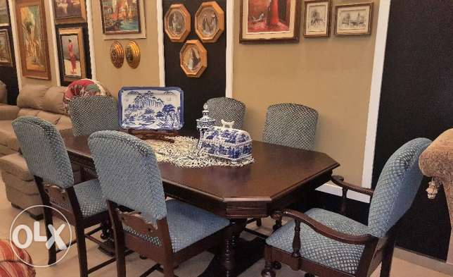 CANADIAN FURNITURE - Dining Table 6 Chairs