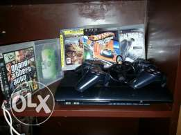 Ps3 slim , clean , 2 controllers with 5 original cds