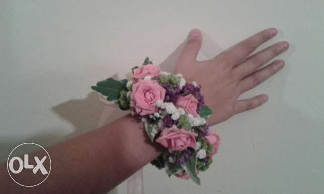 surprise her with a unique fresh flower bracelet