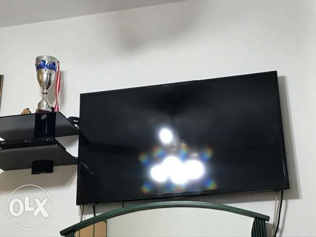 Samsung smart tv with LG bkue ray dvd and stand