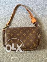 Louis Vuitton VINTAGE Monogram Pochette Bag