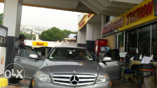 Mercedes C 300 model 2009 arrived to lebanon 27/04/017 clean car fax