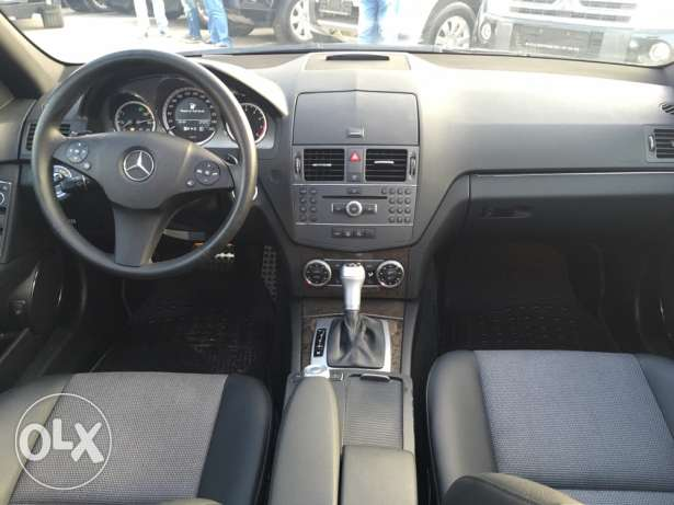 Mercedes C200 CGI 2010 Black/Black AMG Kit Panoramic Like New! بوشرية -  8