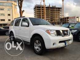 Nissan Pathfinder 2005 White in Excellent Condition!
