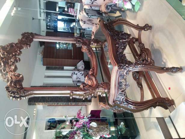 Wood antique table with mirror