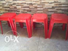 4 plastic chairs