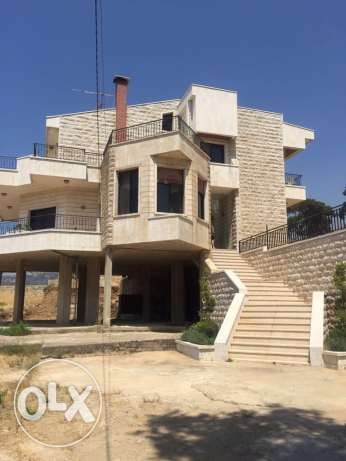 Mountain villa for sale 30 mins away from beirut