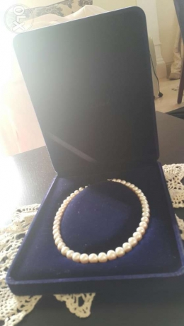 100% original pearl necklace , hand made with boxe