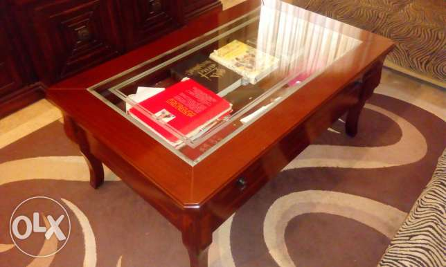 Bibliotheque and table