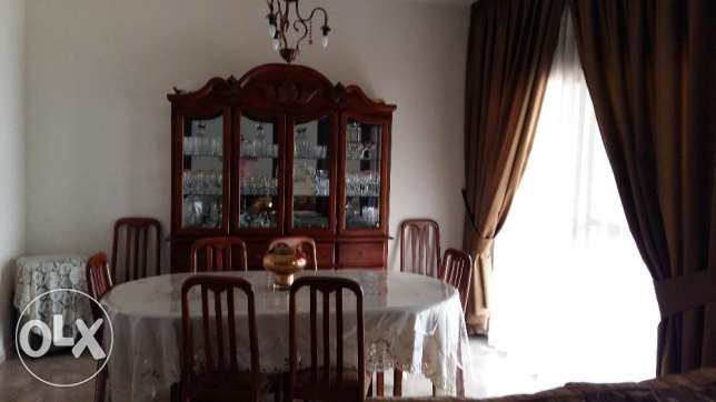 Very gd condition dining room